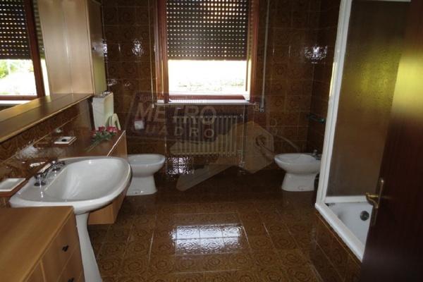 bagno con vasca - UNIFAM. AUTONOMA FARA VICENTINO (VI)