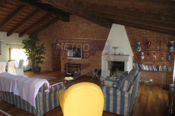 salotto con caminetto - attico THIENE (VI) CENTRO