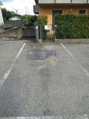 posto auto e ingresso giardino - APPARTAMENTO THIENE (VI)