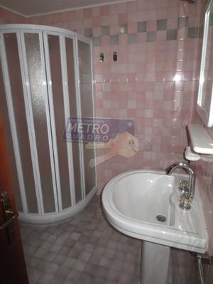 bagno con doccia - APPARTAMENTO CARRè (VI)