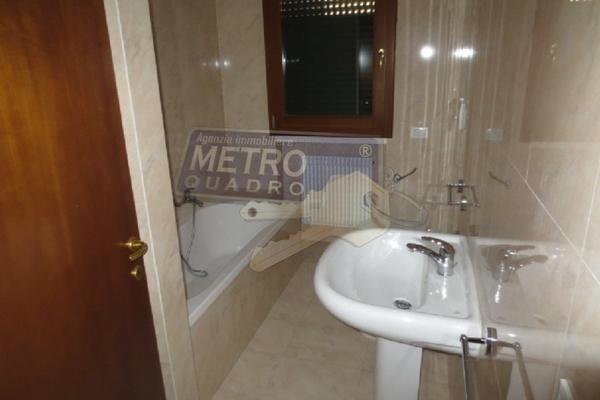 bagno con vasca e doccia - APPARTAMENTO CARRè (VI) PERIFERIA