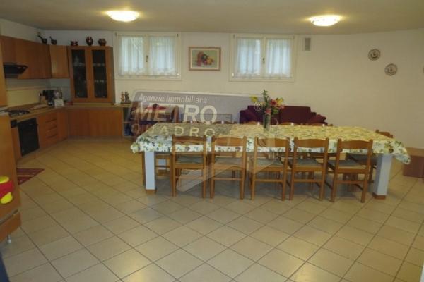 ampia taverna con caminetto - UNIFAM. AUTONOMA THIENE (VI)
