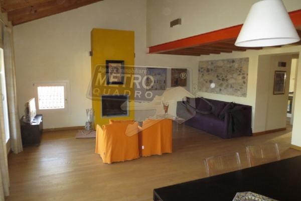 salotto con caminetto - attico THIENE (VI)