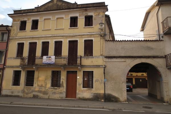 fronte con portico - RUSTICO CARRè (VI) PERIFERIA