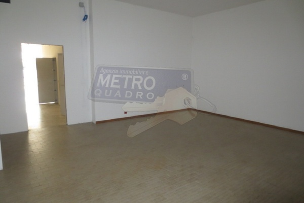 interno 7 - NEGOZIO ZANE' (VI) PERIFERIA