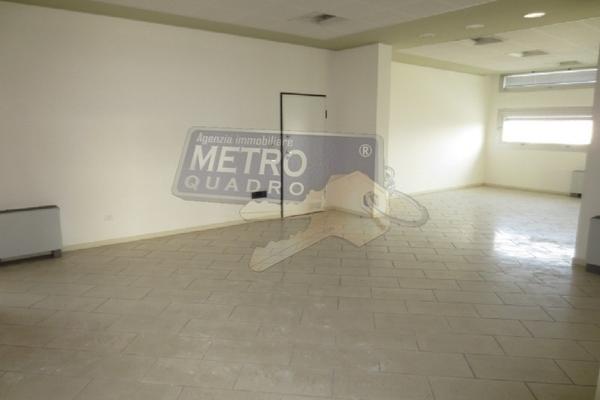 ingresso ufficio a - UFFICIO THIENE (VI) CENTRO